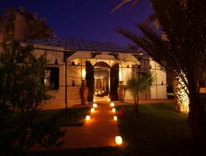 Entrée lumineuse à lodge egyptien - LodgeK