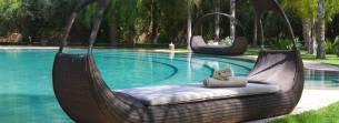 Grande piscine d'un charme hotel dans la palmeraie de Marrakech