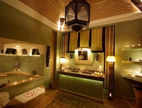 Salle de bain chic de lodge africain