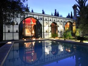Belle piscine à l'entrée du lodge Balinais
